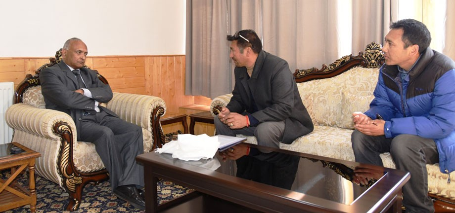 L-G chairs Chamber of Industries meet in Leh
