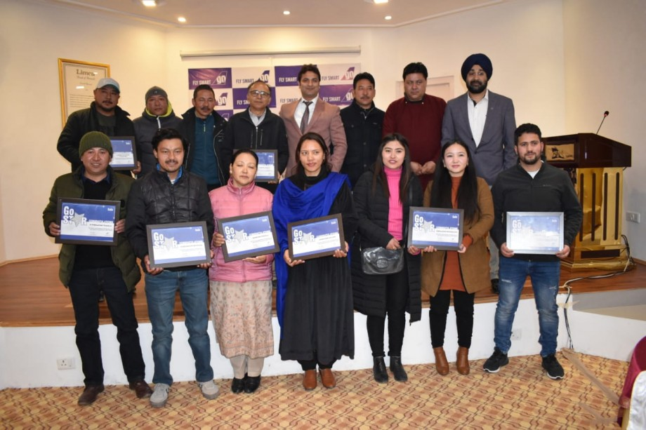 Go Air felicitates 10 travel agents in Leh