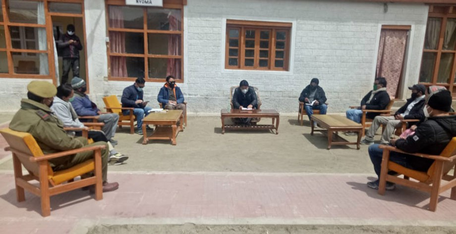 CEC reviews preparedness of PHC Nyoma in fight against COVID-19 and supply of essential commodities in Changthang