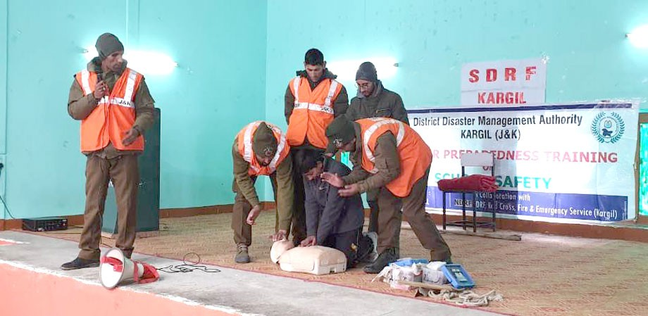 Disaster preparedness programme held in JNV, Kargil
