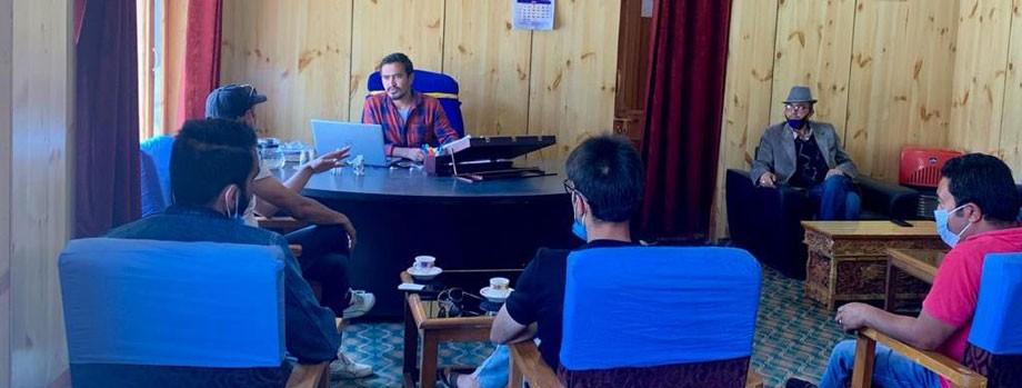 EC Chandan discusses installation of Jio towers in Shargole, Chiktan blocks
