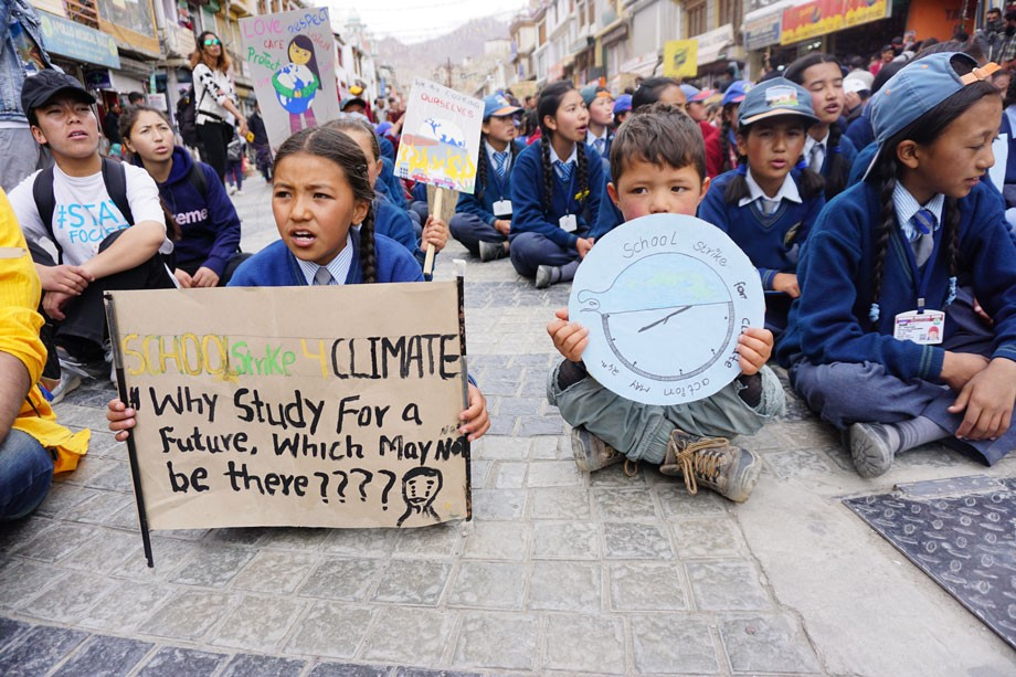 Leh students organise rally on environment protection