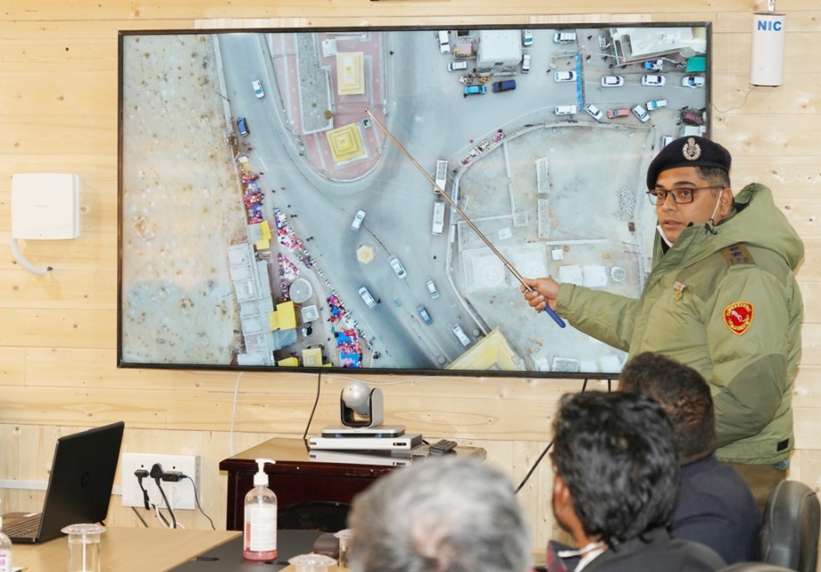 Measures to decongest traffic discussed in Leh
