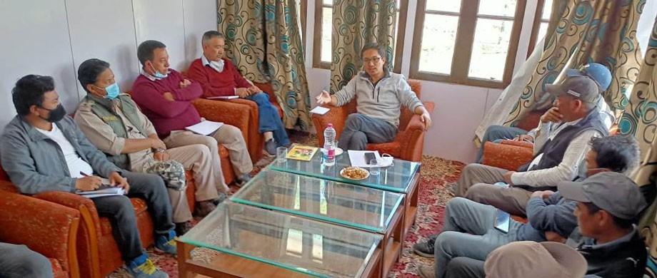 MP Ladakh chairs preparatory meeting of Zanskar Winter Sports and Tourism Festival, 2022