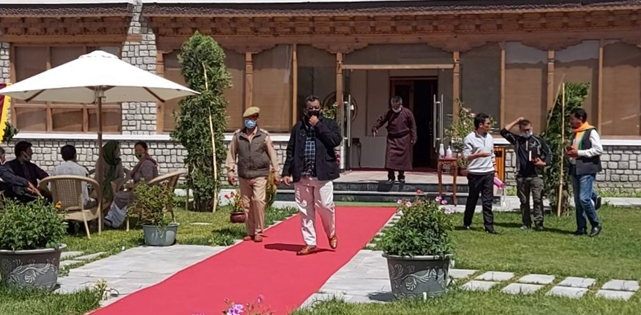 Ram Madhav meets representatives of Ladakh