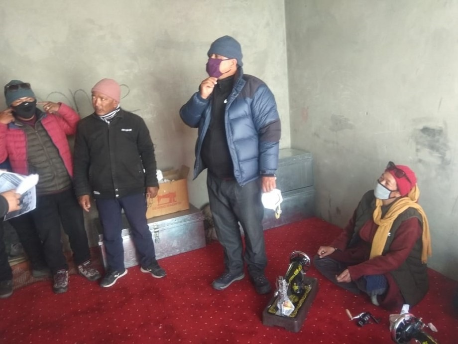 SDM Zanskar hands over PPEs, medical supplies to BMO, directs Handloom Department to prepare face masks